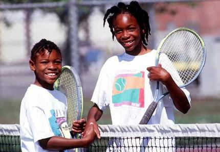 Venus and serena williams and their parents a tribute at wimbledon